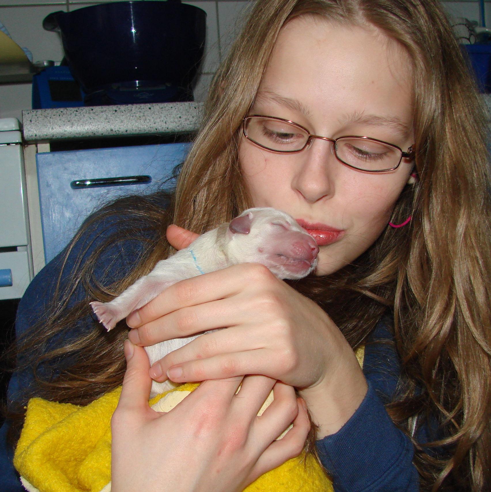 Beauty und ihre Lebensretterin Jacky wenige Minuten nach der Geburt