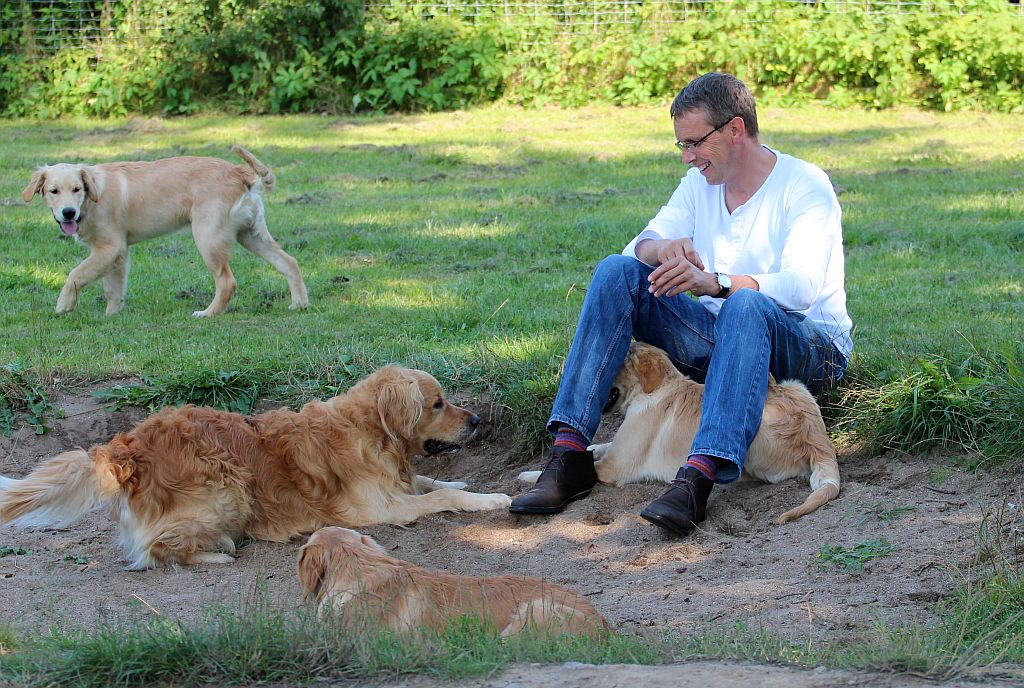 Herrchen von Gentleman mit Hunden
