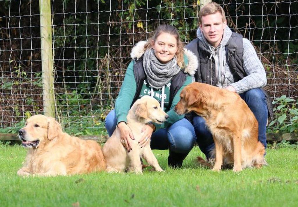 Hunter mit Eltern und Besitzern